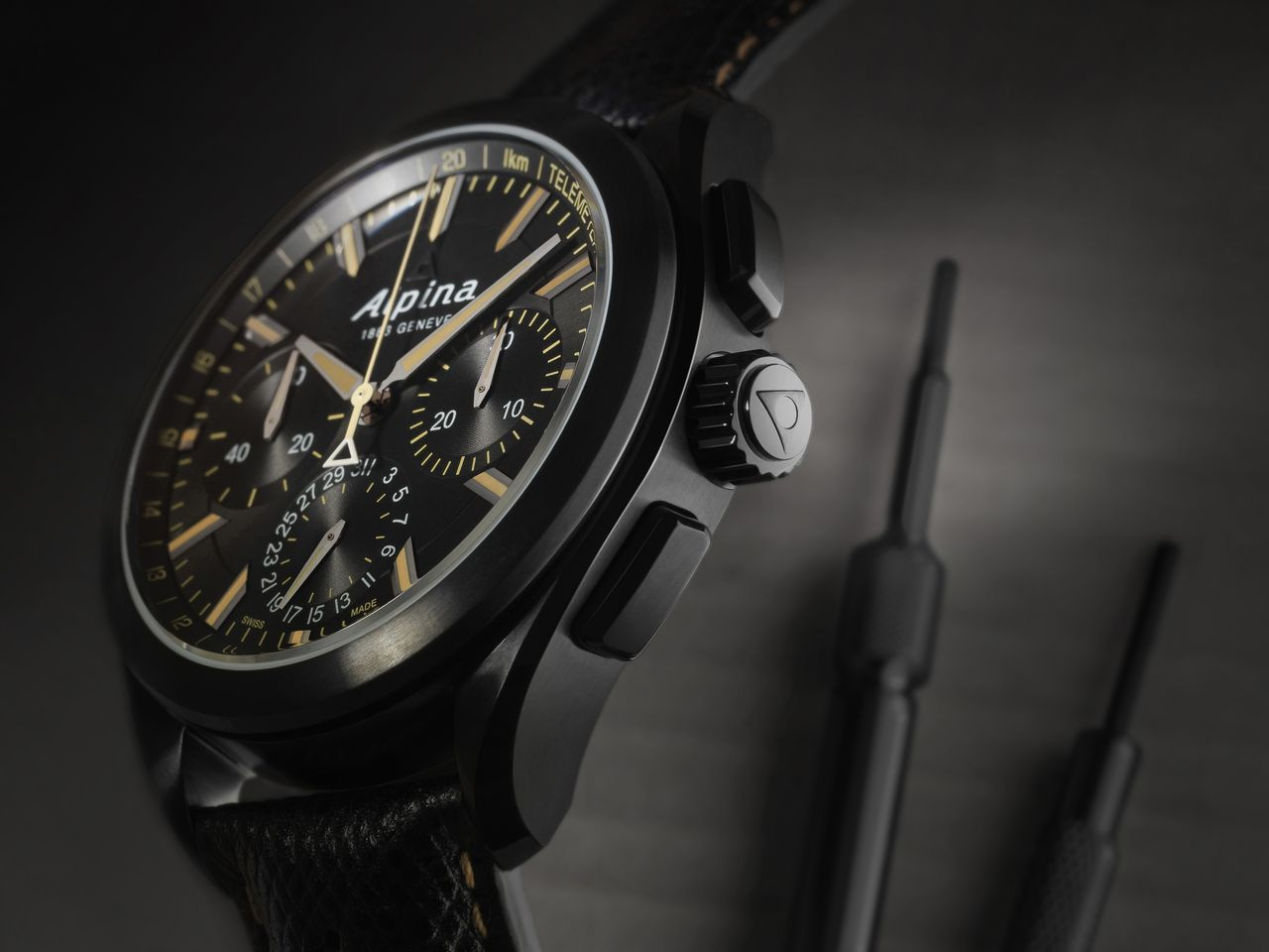 Alpina-Full-Black-Alpiner-4-Manufacture-Flyback-Chronograph-mood