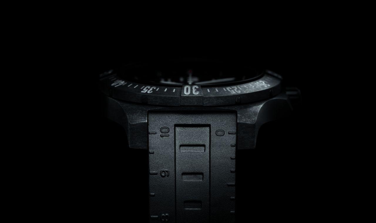 Breitling-Colt-Skyracer-stealth