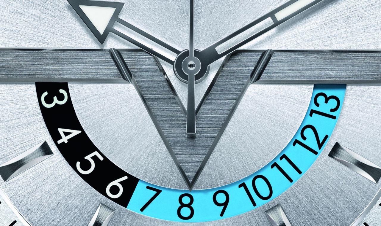 Ilyet is tudnak Párizsban - Louis Vuitton Voyager GMT - ÓraMagazinOnline adbb70839d