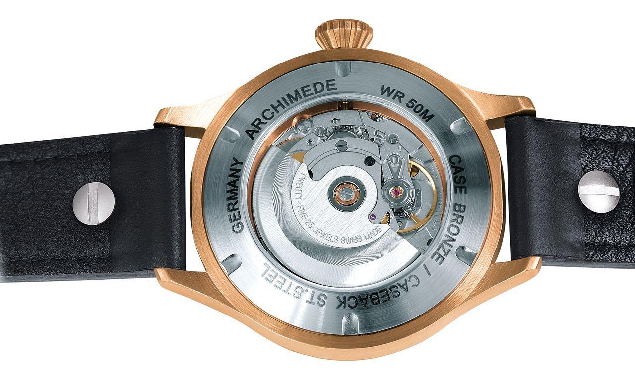 Archimede Pilot 42 BL - acél hátlap, hogy ne zöldüljön ki a csuklónk