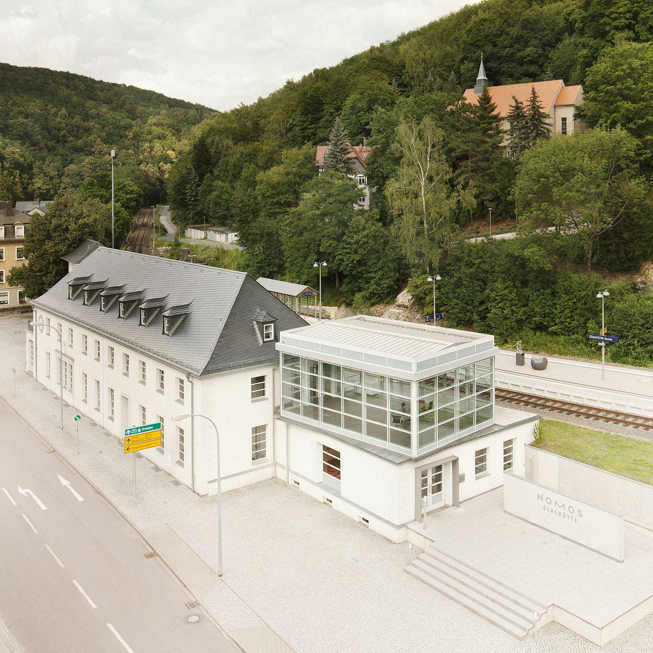 Glashütte, Bahnhof - a Nomos gyártóbázisa. Tervezés és kommunikáció már Berlinben folyik