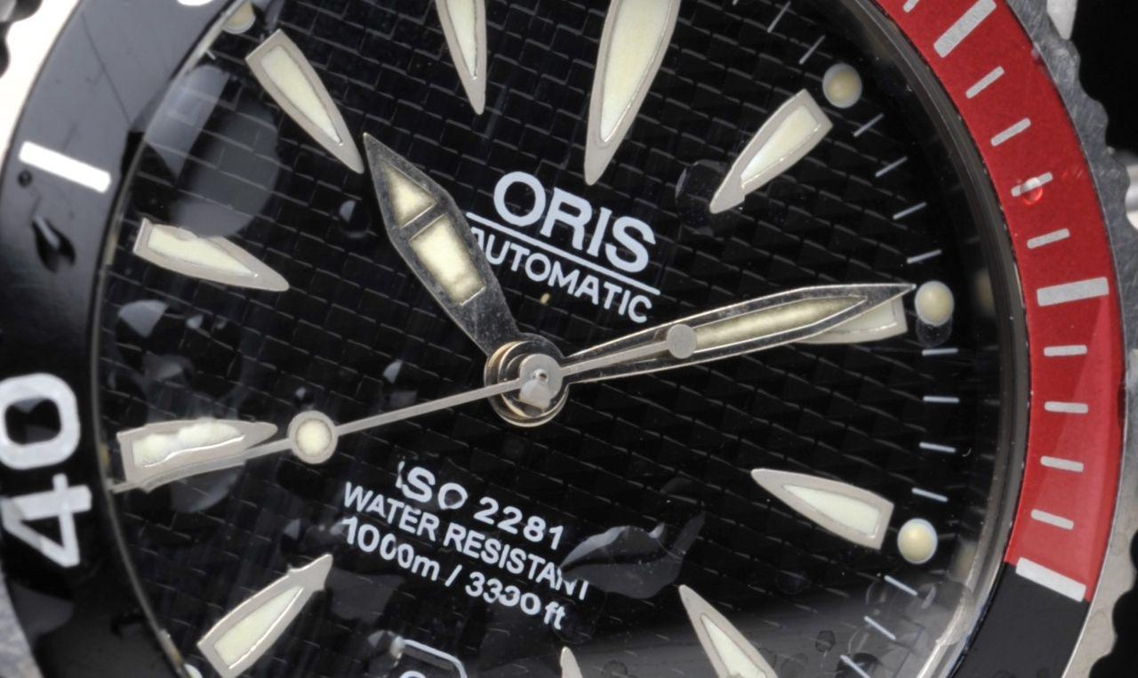 Oris TT1 Titanium 1000m - a mutatók lumineszcens festéke már patinás, az indexeké még gyönyörű - Fotó: Koncz Enikő