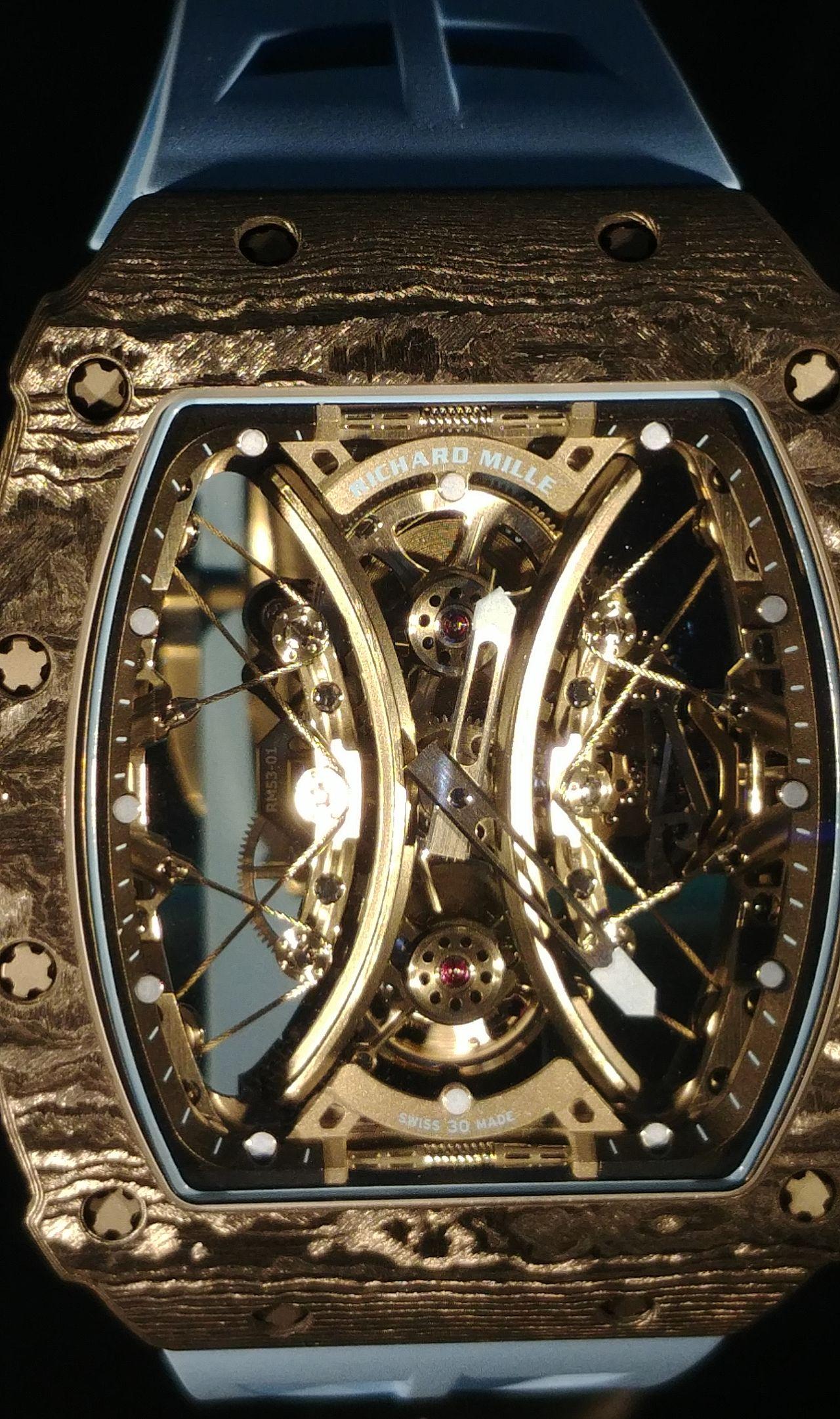 Richard Mille RM 53-01 - az acélsodronyok egész nagy erőt képesek elnyelni (sárga megvilágítás alatt) / Fotó: Venicz Áron