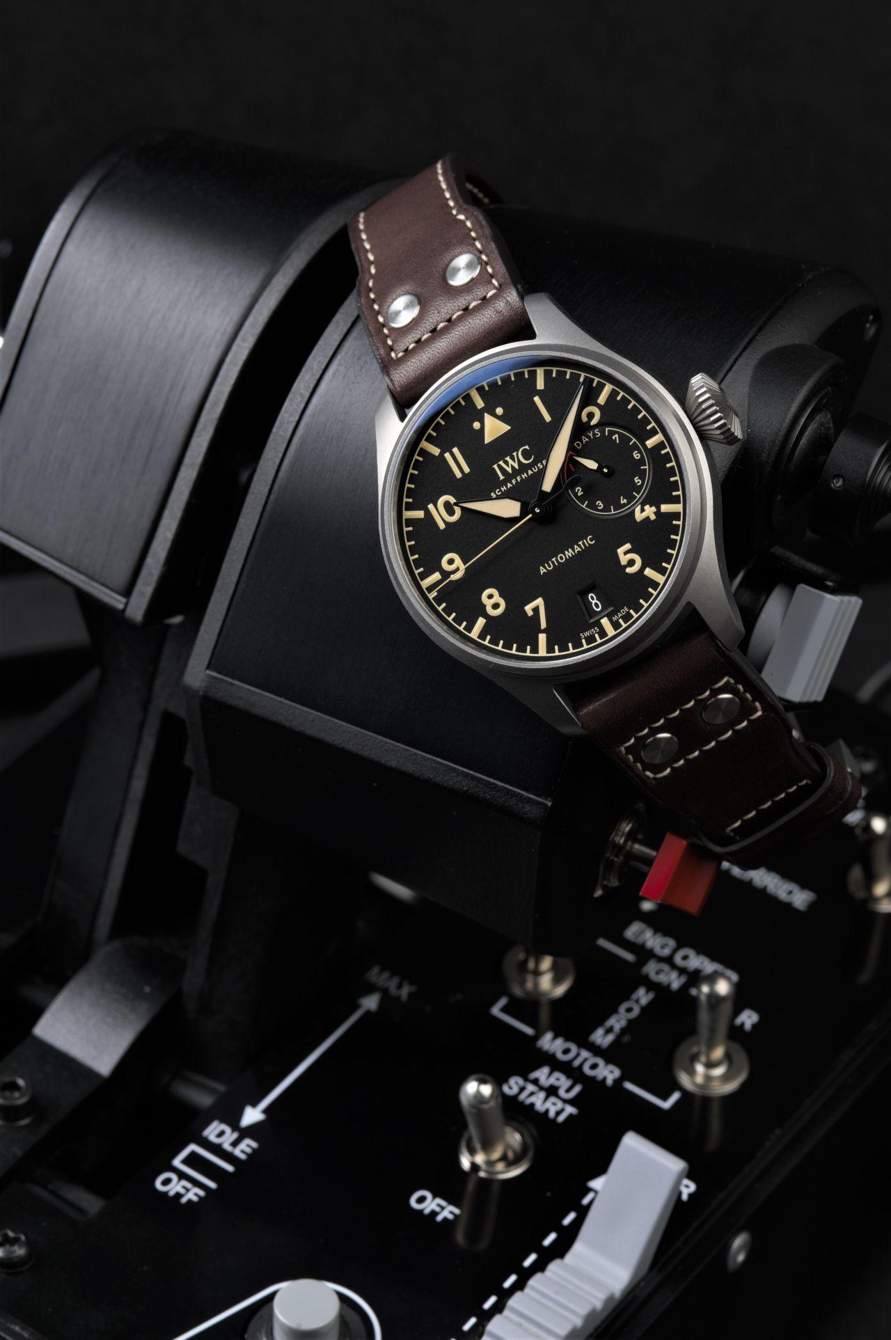 IWC Big Pilot's Watch Heritage - Gázkaron is jól mutat, de csuklón még jobban / Fotó: Venicz Áron