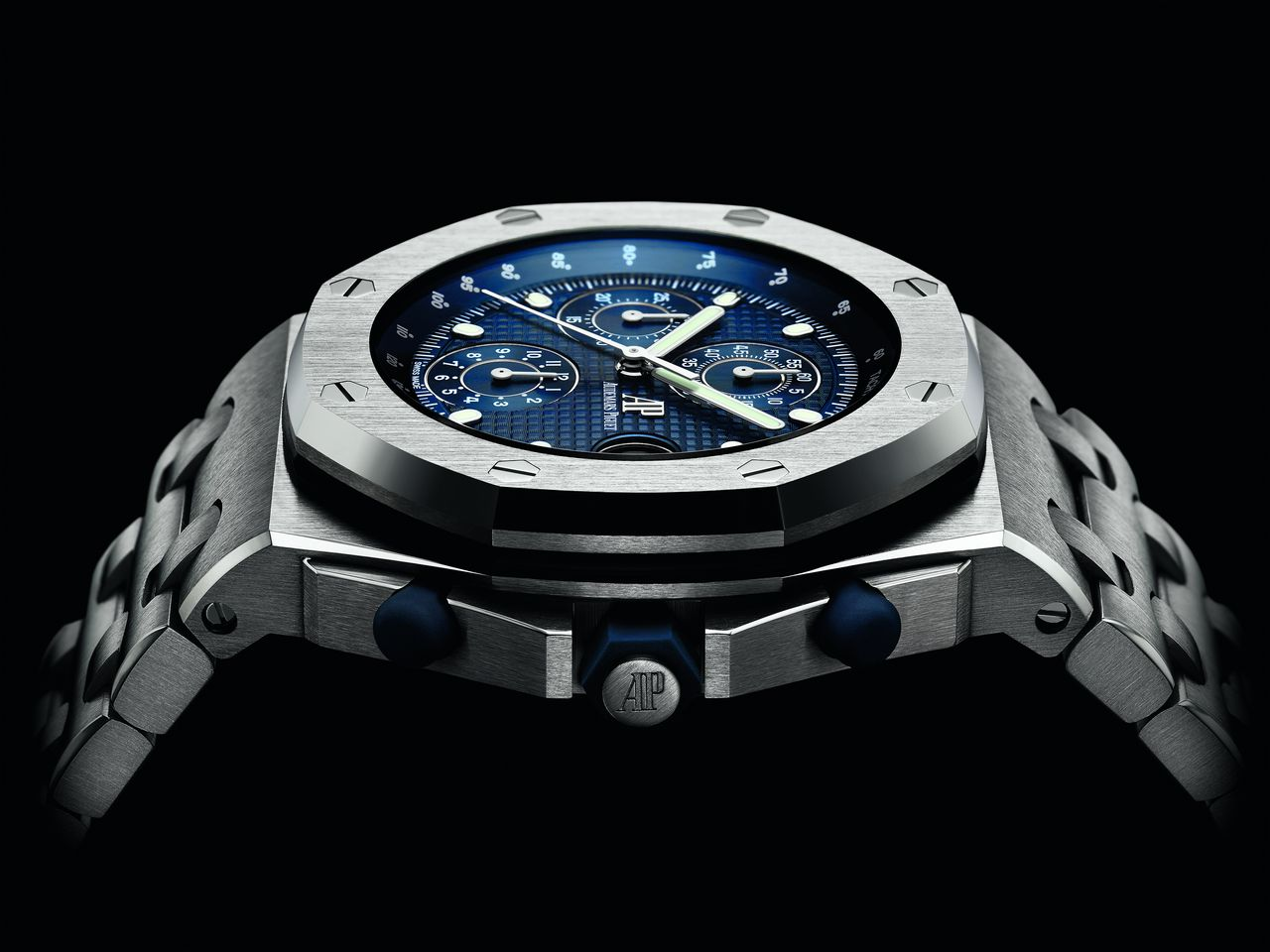 Audemars Piguet Royal Oak Offshore Chronograph Re-edition 25th Anniversary - oldalról azért látszik, hogy egy kicsit már eljárt felette az idő