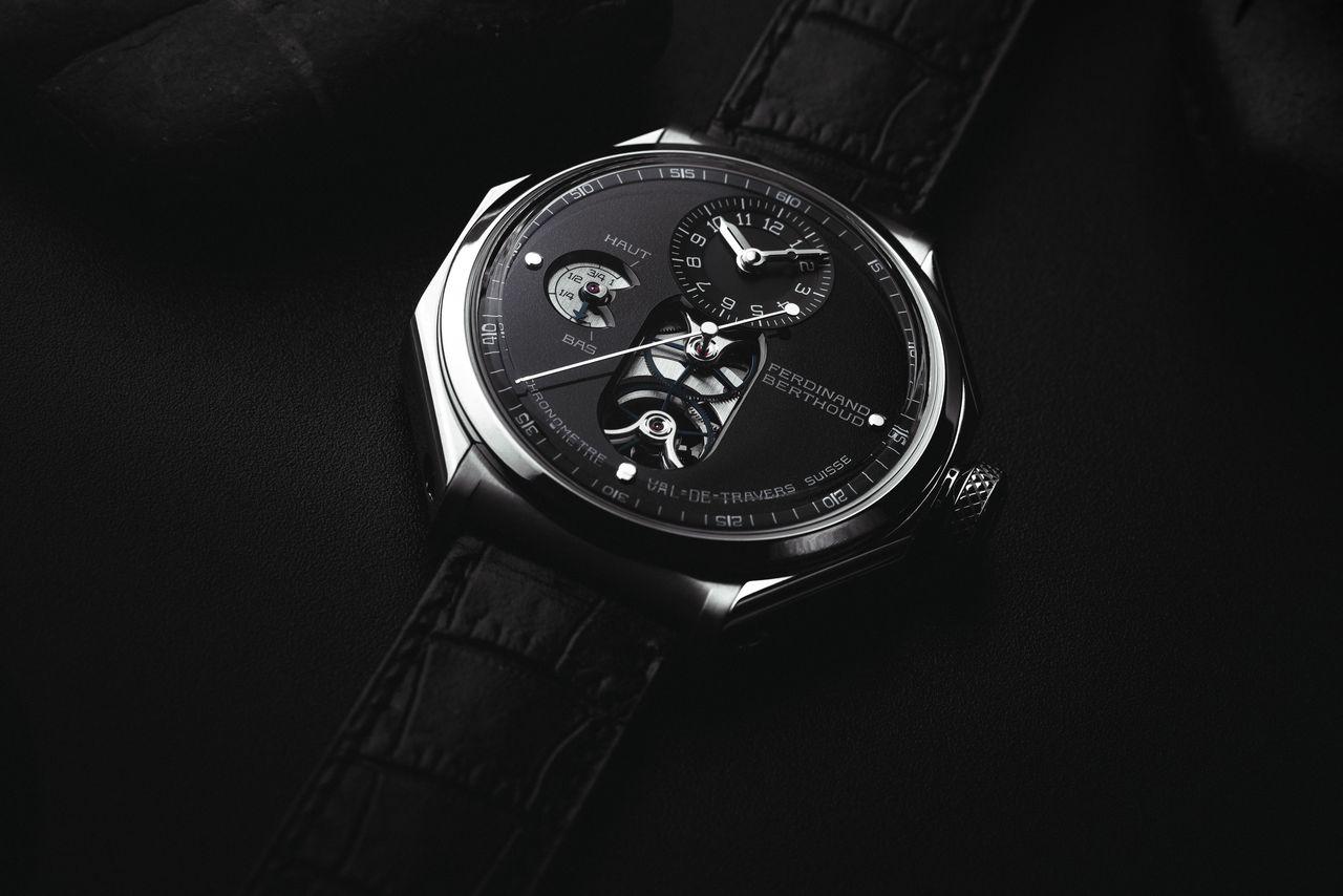 Ferdinand Berthoud FB 1.4 - két különböző minőségű titán különböző színárnyalatokkal ruházza fel az órát