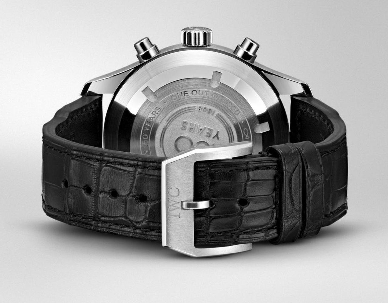 """IWC Pilot's Watch Chronograph Edition """"150 Years"""" - hátul jubileumi modelleknél jellemzően előforduló szokásos infók"""