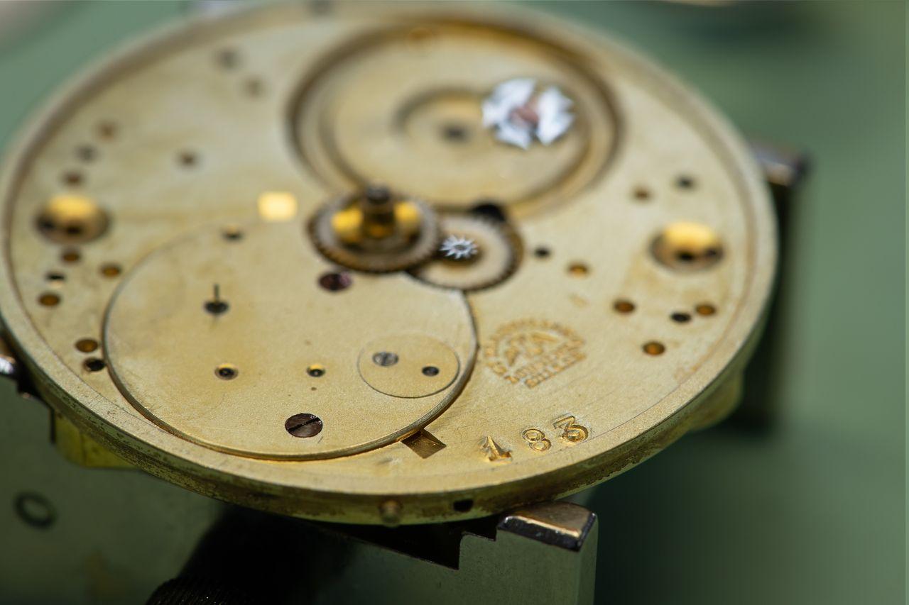 Longines 183 - pont abban az évben kezdték el következetesen használni a logó, amelyből az óra származik