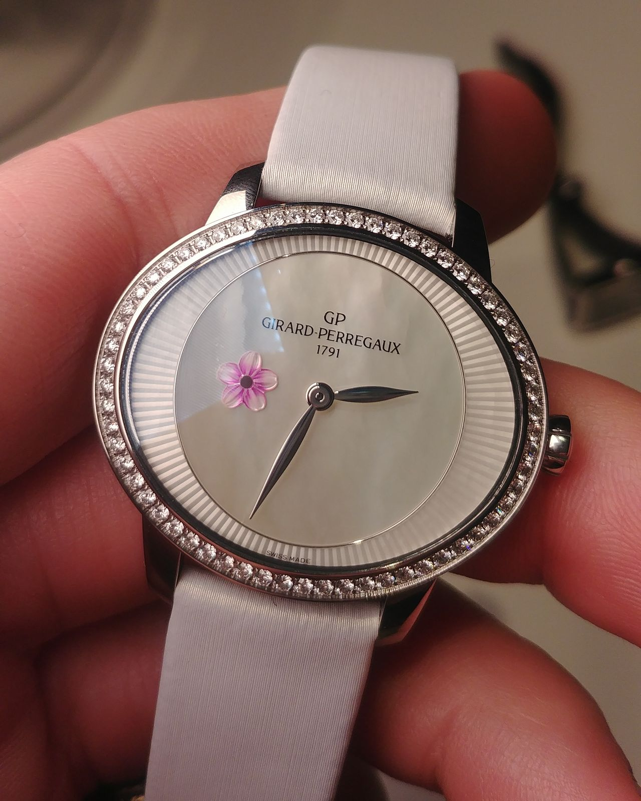 Girard-Perregaux Cat's Eye Plum Blossom - a belépőmodellnek is van bája