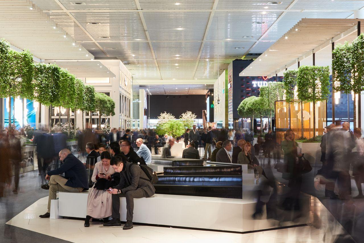 Baselworld 2019 - a fotós nagyjából az Omega standja helyén állna, ha a márka részt vett volna / Fotó: Herzog & de Meuron