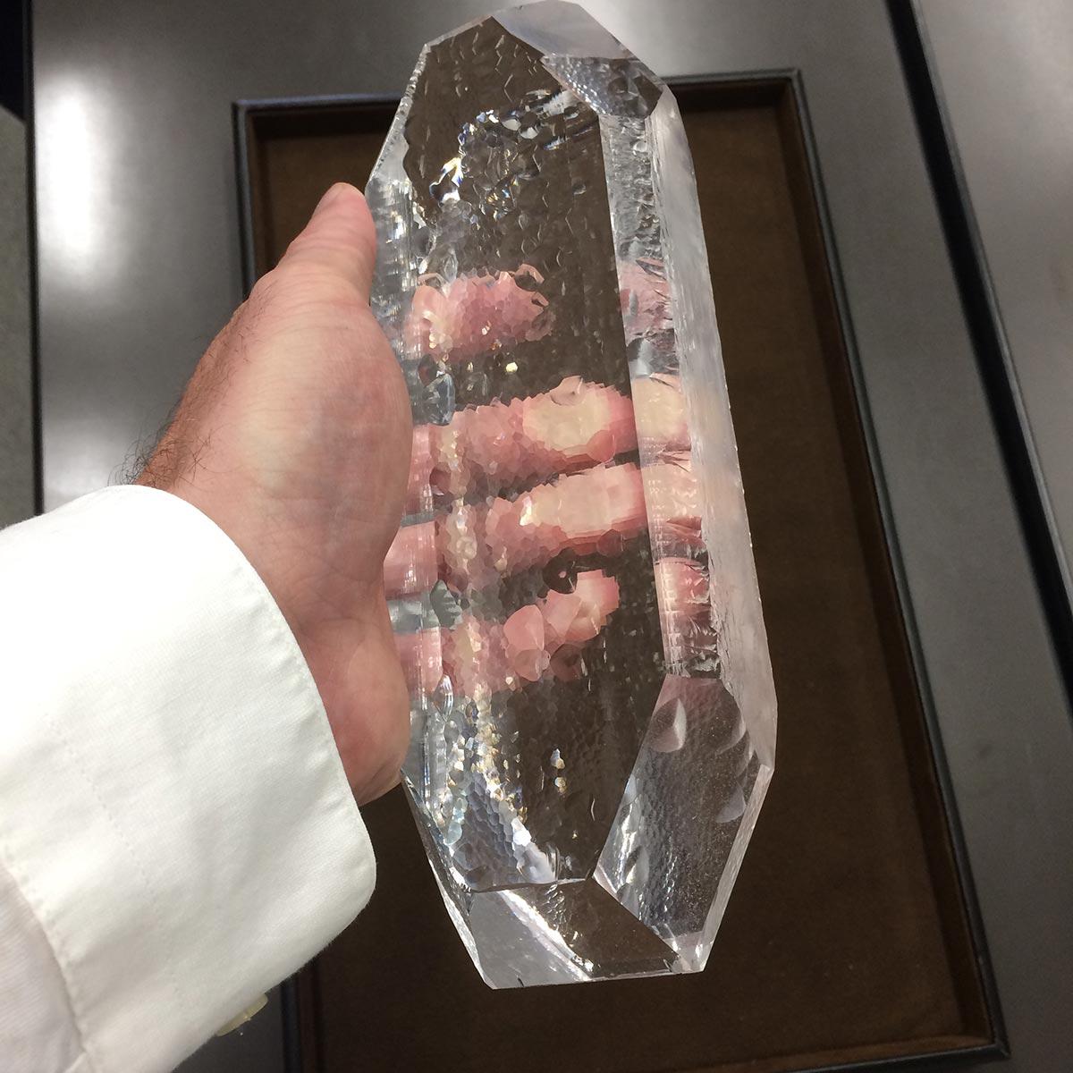 Az a bizonyos kvarc kristály (tömb). A tökéletes eredményhez ebből is igencsak különleges kell! Fotó: SEIKO