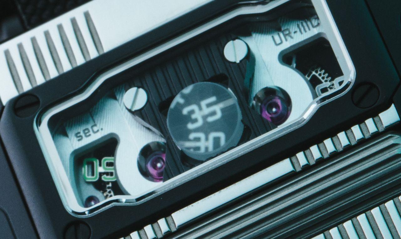 Urwerk UR-111C - öncélú, de ötletes a másodperc kijelzése