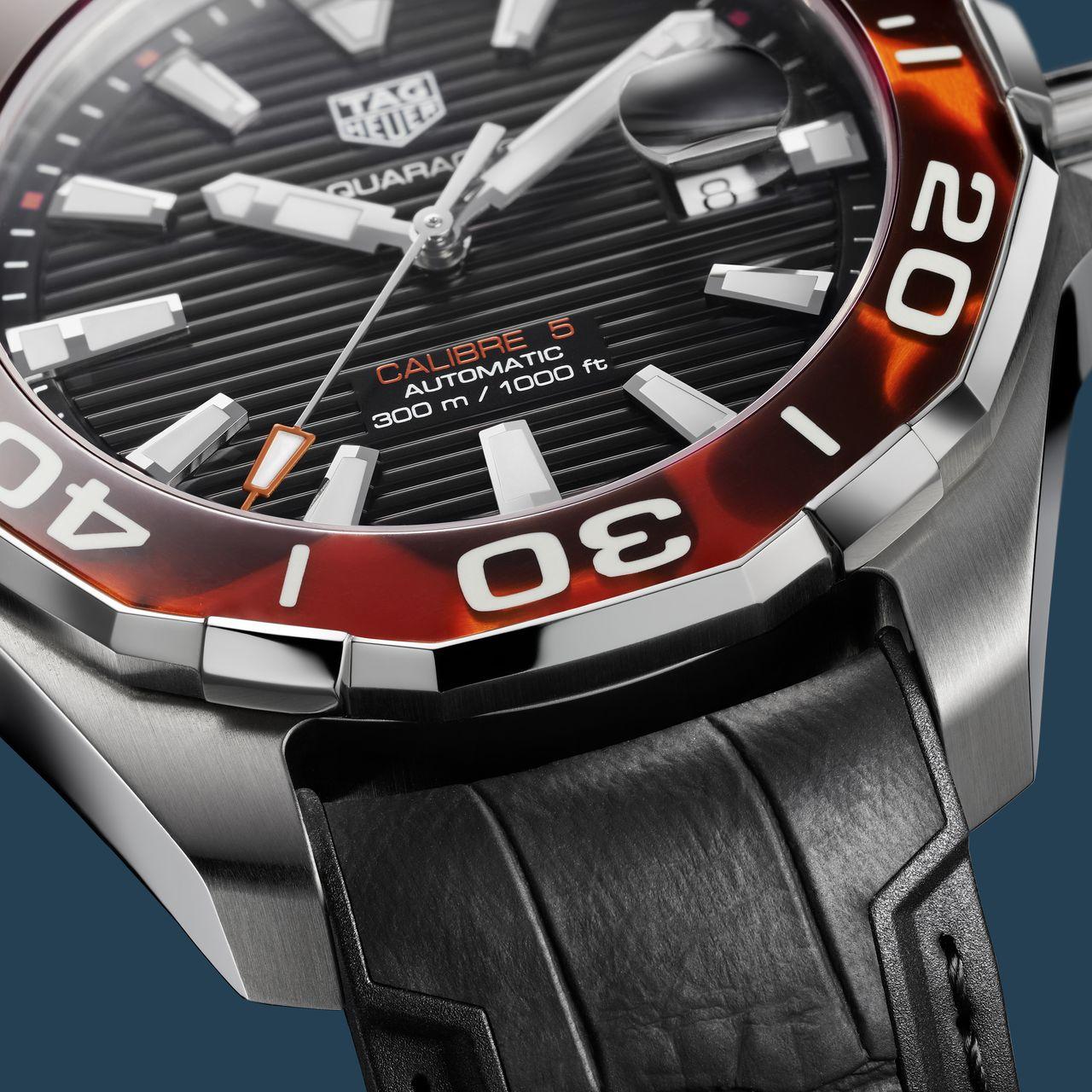 TAG Heuer Aquaracer 43 mm Tortoise Shell Effect Calibre 5 Automatic - fekete számlappal, barna lünettával is készül