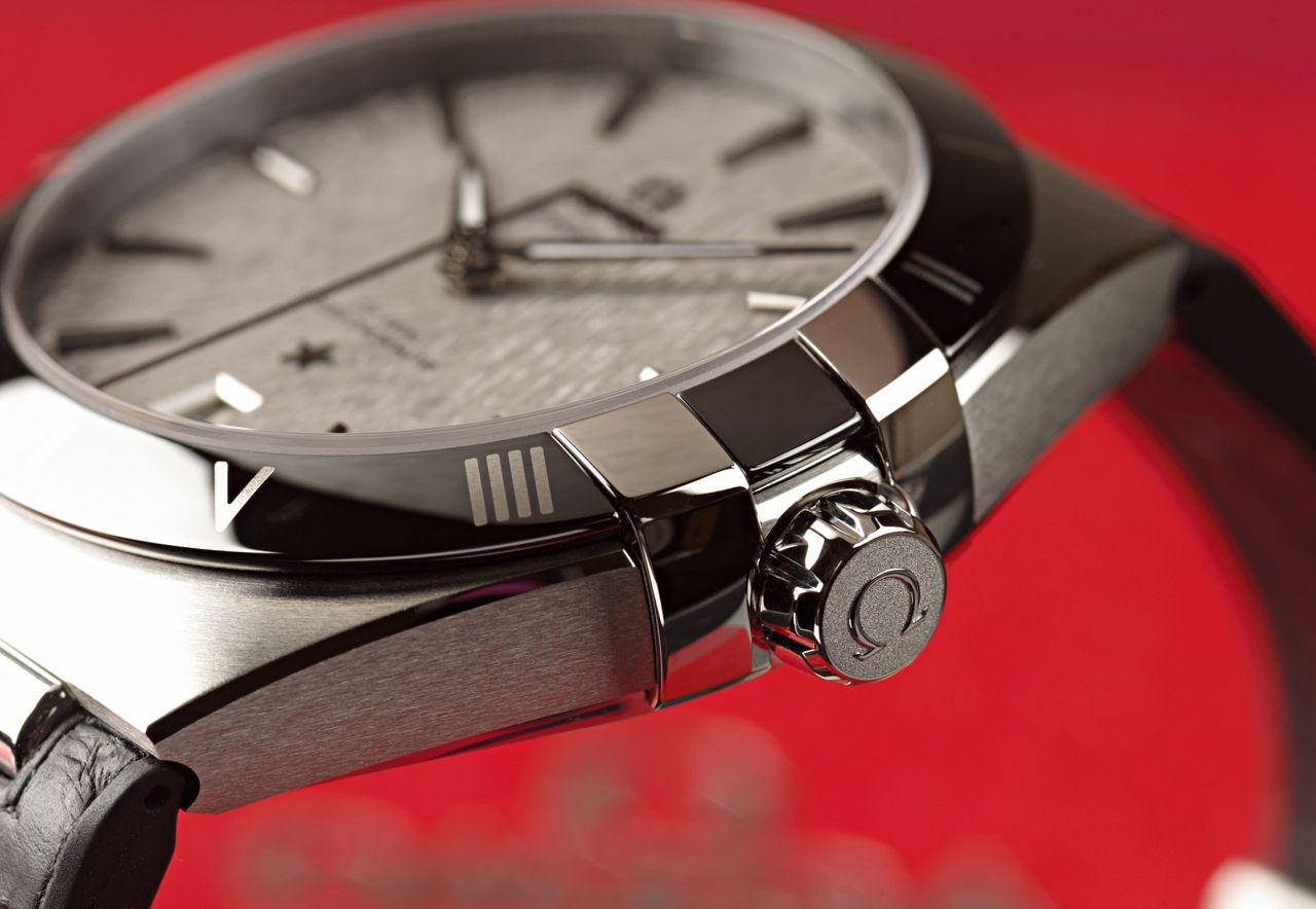 Omega Constellation Co-Axial Master Chronometer 41 mm - nincsenek éles szögek, de a polírozott élek jól megvezetik a szemet / Fotó: Venicz Áron