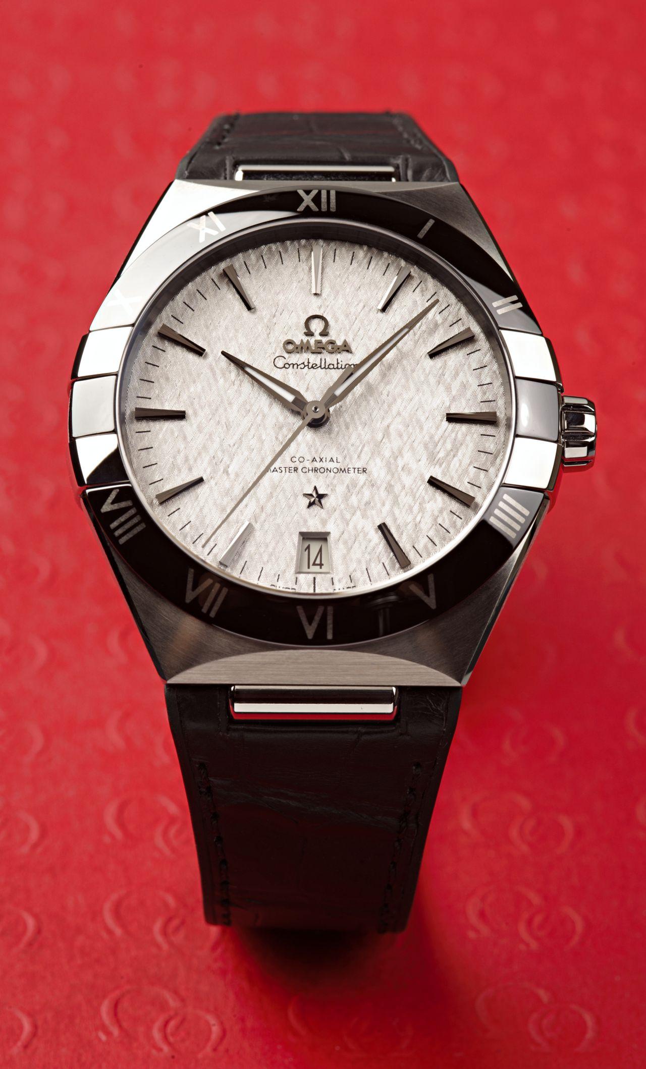 Omega Constellation Co-Axial Master Chronometer 41 mm - a kerámia lünettával és a szíjjal teljesen más lett a karaktere / Fotó: Venicz Áron
