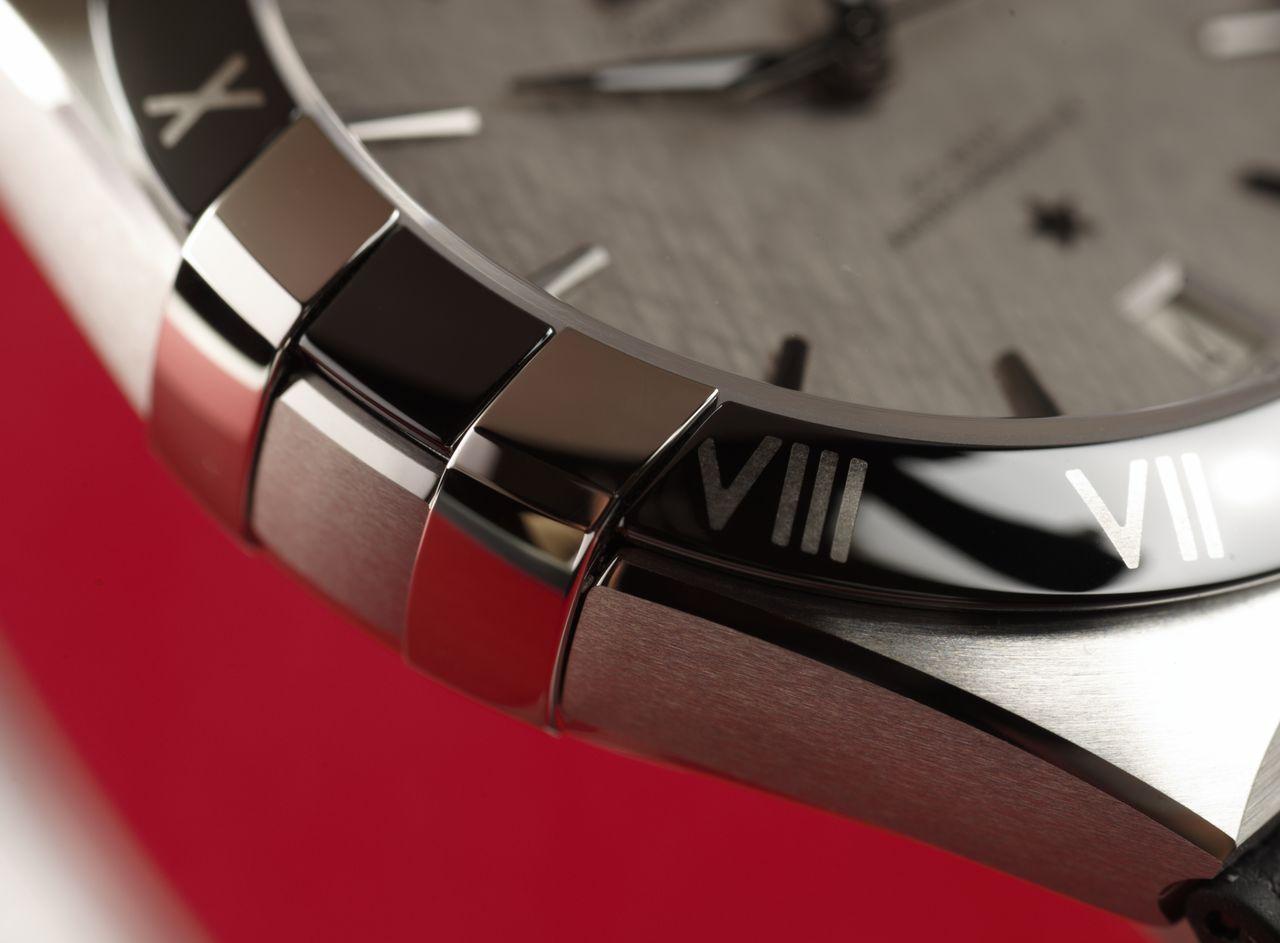 """Omega Constellation Co-Axial Master Chronometer 41 mm - a """"karmok"""" már alig emelkednek a lünetta fölé / Fotó: Venicz Áron"""