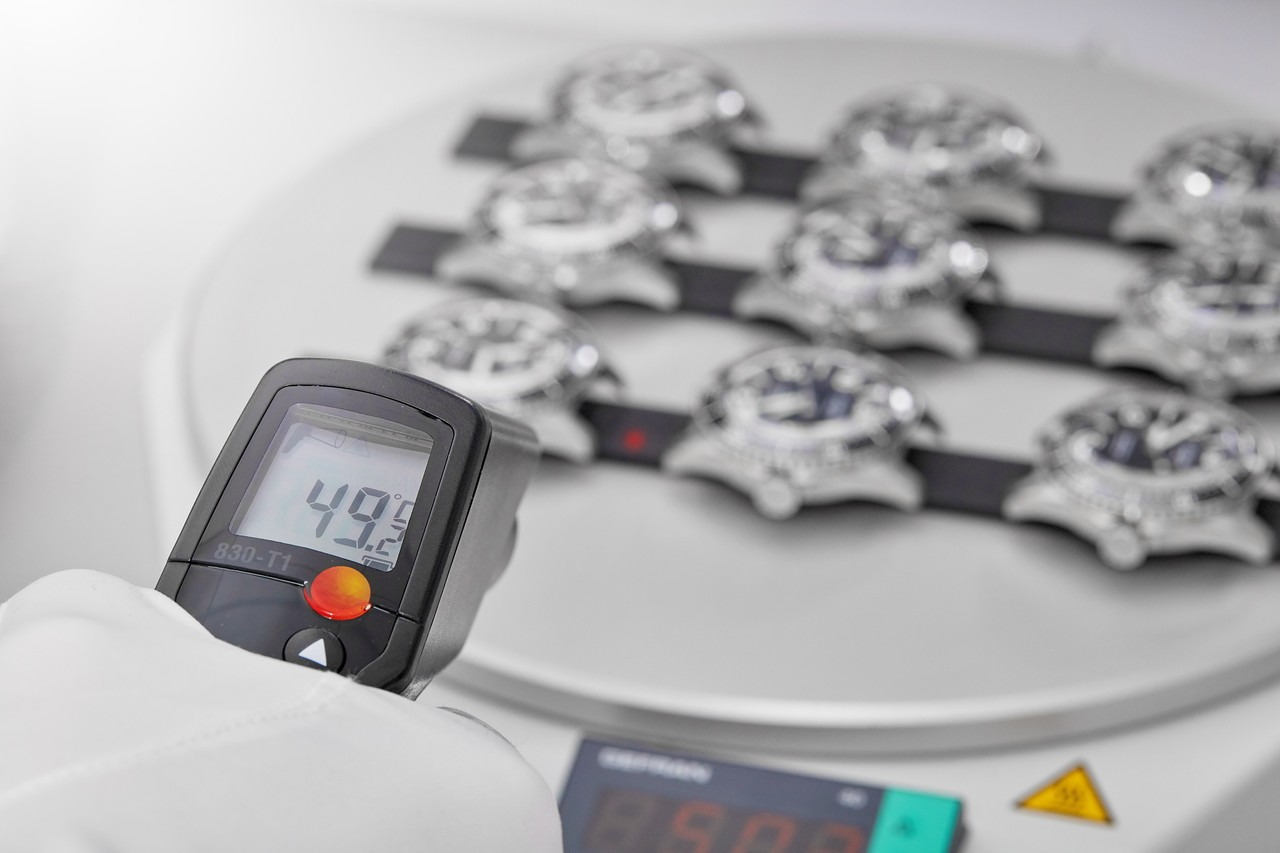 Minden folyamat – itt éppen a kondenzáció tesztje – a márkától megszokott pontossággal és rendszeretettel kerül végrehajtásra.