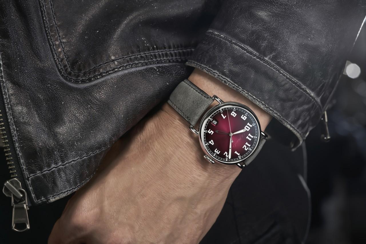 H. Moser & Cie. Heritage Dual Time - elég lapos ahhoz, hogy ingujj alá is könnyen beférjen